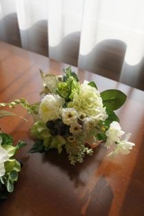 le bijou 紫陽花、ラナンキュラス カーネーション、クリスマスローズ、のいバラ、スイトピー、