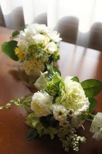 le bijou 紫陽花、ラナンキュラス カーネーション、クリスマスローズ、のいバラ、スイトピー